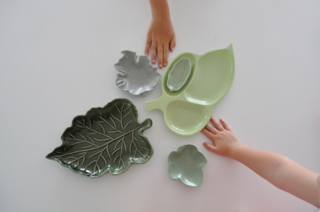 5 vintage leaf plates plus kids hands-sm