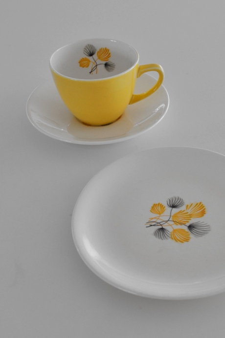 yellow black white single serve tea cup set