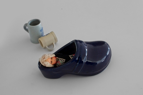 big blue clog dutch girl steins delft 2