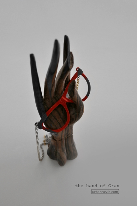 wooden hand red glasses necklace