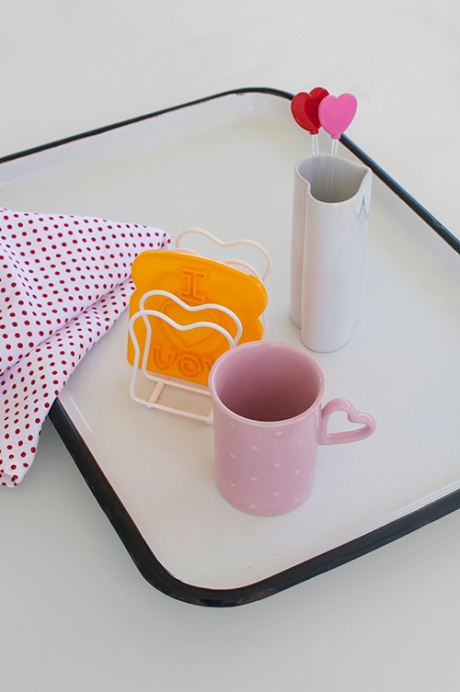 love mug breakfast in bed