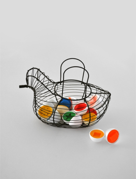 eggs in chicken wire basket vert