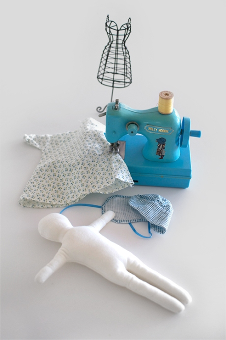 HOLLY HOBBIE sewing machine- copy