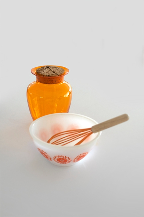 orange pyrex bowl and whisk